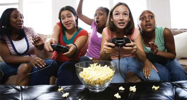 teenage_girls_playing_video_game_42-17251549-e1325290856794