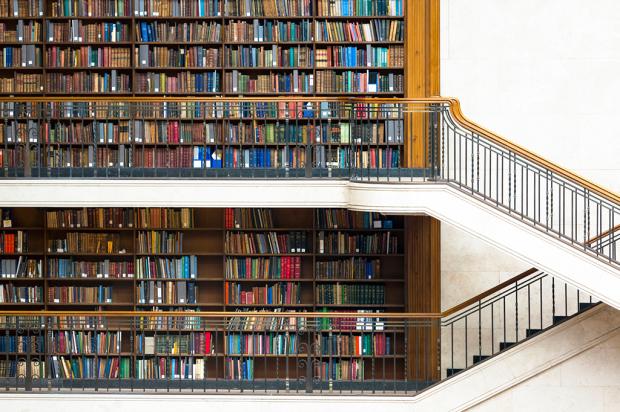 como-organizar-sua-estante-de-livros